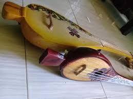 Tarian provinsi kalimantan selatan bernama tantayungan berasal dari masyarakat banjar yang menceritakan kisah dalam tokoh pewayangan sehingga terlihat hidup sebab diselingi juga dengan dialog dari para penari. Panting Alat Musik Tradisional Kalimantan Selatan