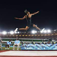 Someone who competes in the high jump. 0vwbvyf2xjkibm