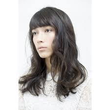 自然な黒髪でセンシュアルに女性的な印象のロングヘア Beautycare