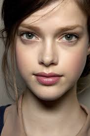 how to wear the no makeup look