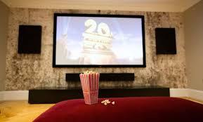 Algo importante a se considerar para decidir entre comprar tv ou projetor é o espaço ao qual o aparelho será alocado. E Possivel Ter Uma Sala De Cinema Em Casa Saiba Como E Quanto Investir