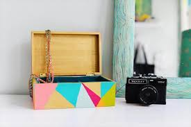 organize your jewelry with this colorful geometric diy