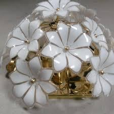 Deckenlampe Mit Glasblumen Und Messingteller