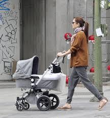 Resultado de imagen de mama con carro de bebe