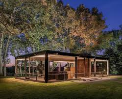 A Historical Look at Philip Johnson's Glass House