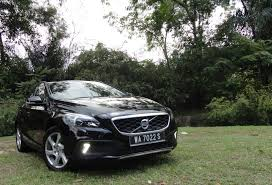 Motoring-Malaysia: TEST DRIVE: Volvo V40 T5 Cross Country 2.0 ...