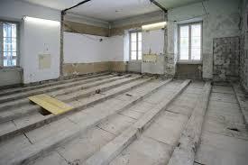 Gerade im altbau kann es während der arbeiten zu überraschungen kommen (zb. Gute Verbindung Mit Holz Beton Bauhandwerk