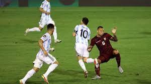 Lionel Messi mit brutalem Foul gestoppt: Argentinische Medien fordern  Gefängnisstrafe - Eurosport