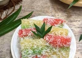 Tekstur singkong yang mudah dihaluskan ini pun juga menjadi daya tariknya sebagai berbagai bahan kue dan jajanan lainnya. Resep Talam Singkong Pelangi Oleh Nila Shanif Cookpad