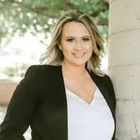 Trisha Smith, Notary Public in Cuero, TX 77954