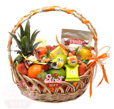 Что дарить преподавателю на экзамен или защиту диплома Умно и  Подарочная корзина с фруктами Весенний фреш Артикул