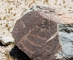 File:A small rock with petroglyph.JPG