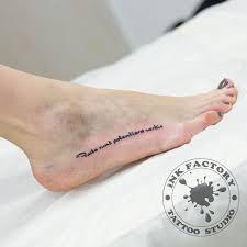 надпись на ноге сделано в Inkfactory