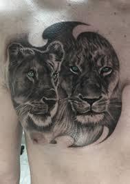 татуировка на груди у парня лев и львица фото рисунки эскизы