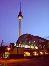 Bahnhof Alexanderplatz bei Nacht