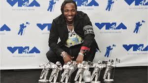 Kendrick Lamar with his 6 awards from MTV VMAs 2017