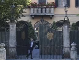 Silvio Berlusconi Villa San Martino . Le Ville Di Berlusconi Tra Finzione E  Realtà: Dalla Villa Certosa Di 1994 Alla Villa Di Arcore ...