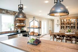 Do the people on HGTV s Fixer Upper keep the furnishings
