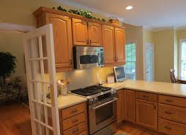 kitchen wall colors with honey oak cabinets on 900x655 kitchen color ideas with oak