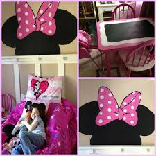 she loves her new minnie mouse room