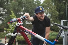 Downhill Mountain Bikes of the Pros | What do the Pr...