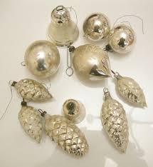 11 Teile Alter Silberfarbener Christbaumschmuck 5 Zapfen 2 Glocken 4 Kugeln