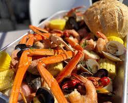 🦀 Seafood Boil Beach Feast @rocknfishmb ...