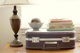 bec64b50a3958ea7389e6c181952b705. DIY vintage suitcase decor ideas.  chairs-ottoman-suitcase-ideas5