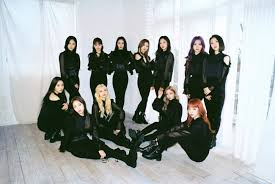 Loonas Album Makes Spectacular Comeback To Reach No 1 On