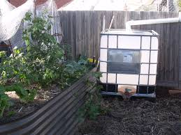 it will hold a 1000 ltrs of water when full it does have some water in it now as you can see in the photo its a little dirty but its only for the garden