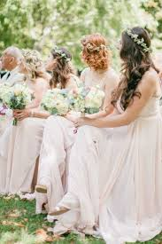 花嫁もゲストも必見海外のブライズメイドの髪型がナチュラル可愛くて