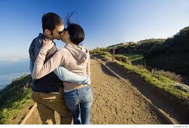 couple kiss in road picture