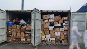 În plin scandal al deşeurilor, în Constanţa au fost descoperite 16 containere cu gunoaie aduse cu vaporul din Marea Britanie   Digi24