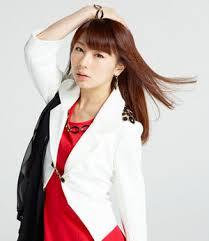 白ジャケットの石田亜佑美の衣装の画像
