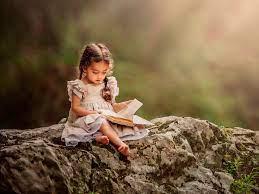 Wallpaper Lovely little girl reading ...