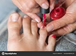 Master Pokrývá Zákazníka Nehty Lakem Ruce Rukavice Stará ženské Nohy