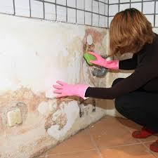 Seine empfehlung ist, bohrungen vorzunehmen im boden damit er ausgedrocknet werden kann und die wände müssen neu verputzt werden. Feuchter Keller Die Besten Tipps Bei Feuchtigkeit Im Keller