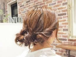 簡単に作れる低め位置に作る大人かわいいお団子まとめ髪アレンジ