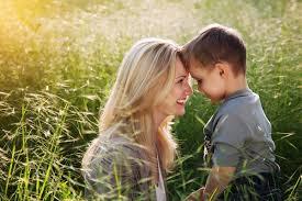 Risultati immagini per mamma bambino immagini
