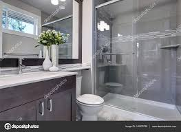 Helle Neue Badezimmer Interieur Mit Glas Begehbarer Dusche