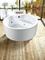 round jacuzzi bath