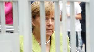 Angela Merkel für einen Tag freiwillig hinter Gitter – B.Z. Berlin
