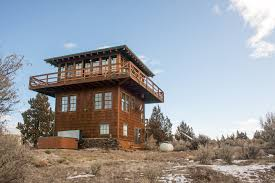 1930s-era forest fire lookout towers inspired this 3-storey tower house in  Oregon's