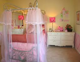 Teen Bedroom:Simple Pink Girls Bedroom Interior Design With Princess Themes  Decor Also White Chest