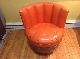 vintage 1970 s retro whiskey barrel swivel accent chair bonded leather vinyl rar whishkeybarrel