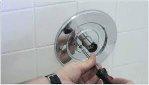 bathtub faucet replacement how to fix bathtub faucet fix leaky bathtub faucet single handle delta remove