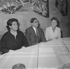 File:Aankomst van Muriel Smith , Rajmaham Ghandi en Ann Buckels op  Schiphol, Bestanddeelnr 911-4156.jpg - Wikimedia Commons