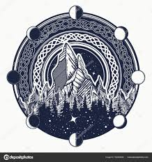 горы в кругу татуировки кельтском стиле на свежем воздухе