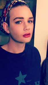 my friend wanted to put makeup on me now she mad cause i m prettier than her