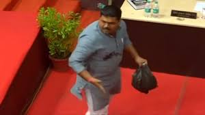 Chhattisgarh Bjp Corporator Dumps Sludge In The House Protests Against Raipur Municipal Body Watch Videos From Latestly